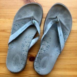 Merrell flip flops - women's 9